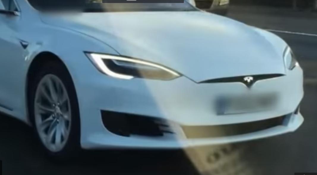 """IMAGINILE ZILEI: O maşină autonomă a accidentat """"mortal"""" un robot controlat de AI"""