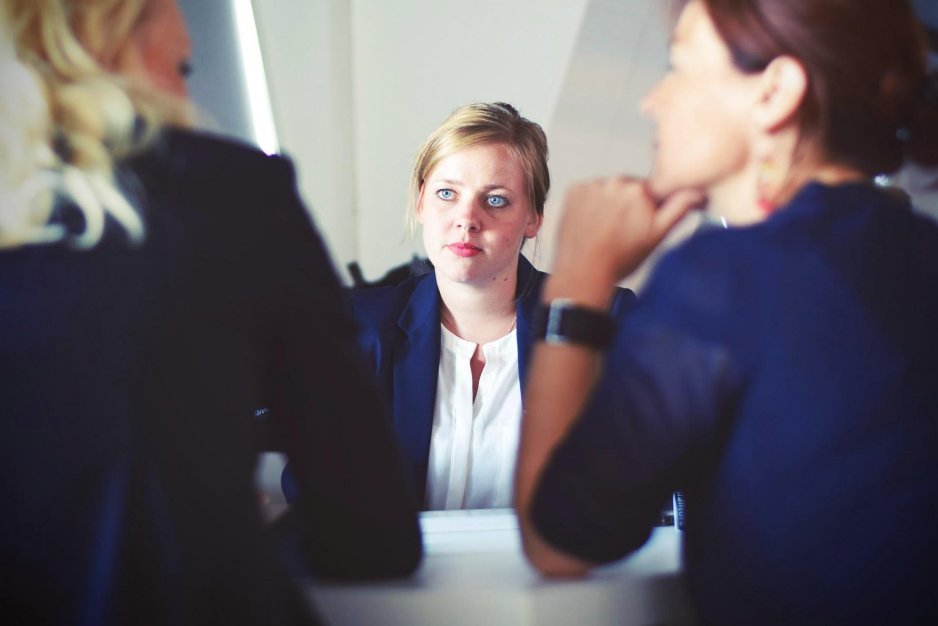 Un psiholog de la Harvard spune că oamenii te judecă după aceste două criterii la prima întâlnire. De ce trebuie să ţii cont la un interviu de angajare