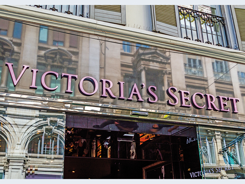 Pandemia a lăsat gigantul Victoria`s Secret fără cumpărător, după ce Sycamore Partners a renunţat la oferta de achiziţie de 500 mil. dolari. Problemele au apărut după ce VS a închis magazinele, inclusiv cel din Băneasa Shopping City