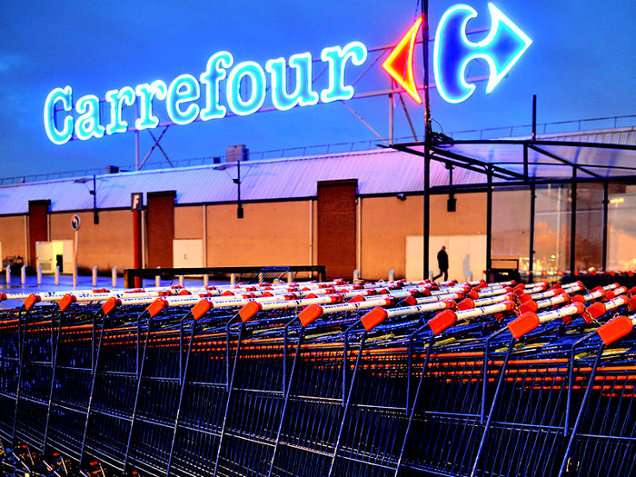 Guvernul francez nu este de acord cu vânzarea Carrefour, după ce canadienii de la Couche-Tard au pus pe masă 20 de miliarde de dolari