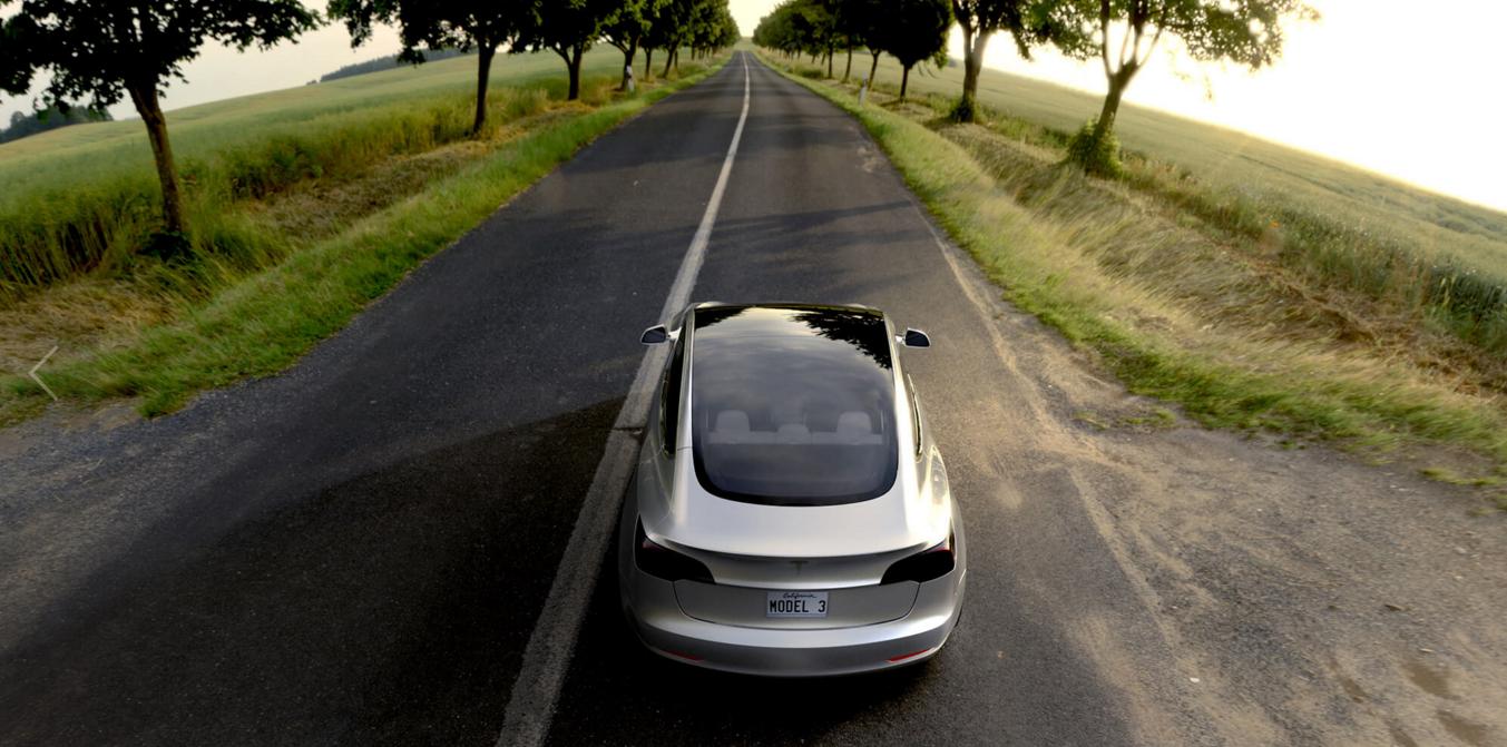 Tesla Model 3 a depăşit proiecţiile de vânzări pe tot anul la numai câteva ore de la lansare: 232.000 de modele au fost comandate instant