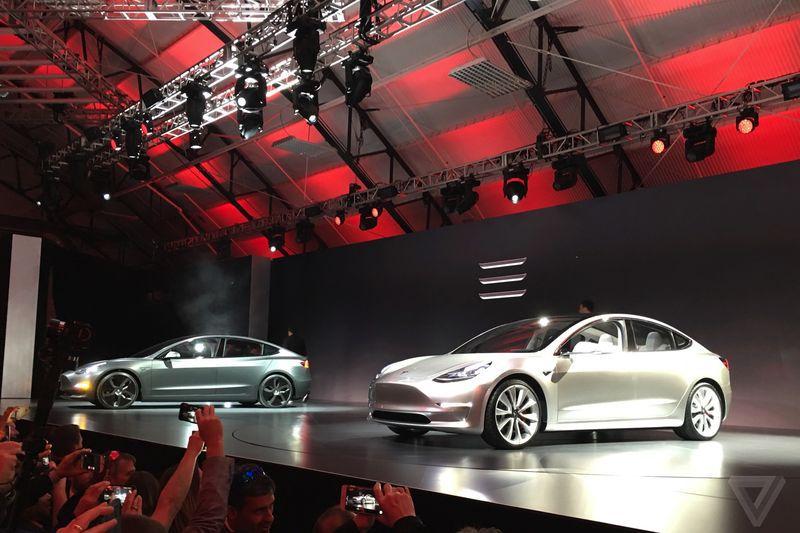 Tesla, comenzi de 10 miliarde de dolari în doar 36 de ore de la prezentarea noului model
