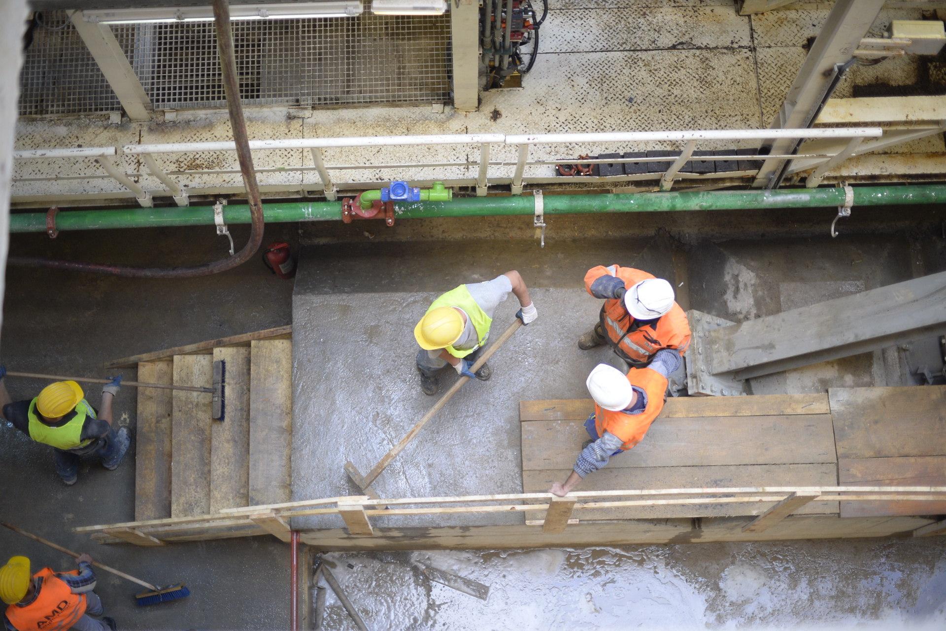 Cum arată scutul ce va săpa tunelurile de metrou pe tronsonul Râul Doamnei-Eroilor, magistrala cinci. Galerie Foto de pe şantierul viitoarei staţii Academia Militară