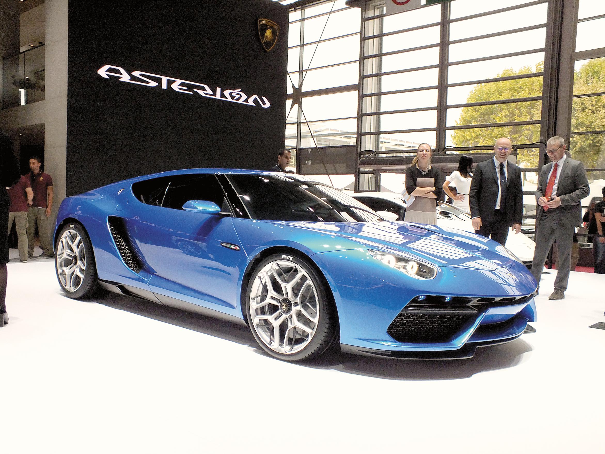 Salonul Auto de la Paris: Dacia şi Ford au prezentat trei noi modele de familie cu piese produse în România