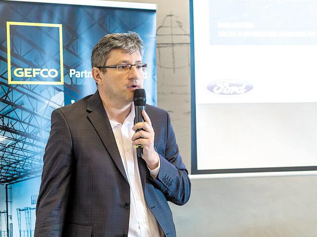 """Dan Artenii, GEFCO: Ne confruntăm cu o lipsă de capacitate pe transportul rutier de autovehicule. Trenul este o soluţie pentru a înlocui camioanele. """"Feroviarul rămâne de bază pentru transportul de maşini pentru că este ecologic şi are o capacitate mare"""