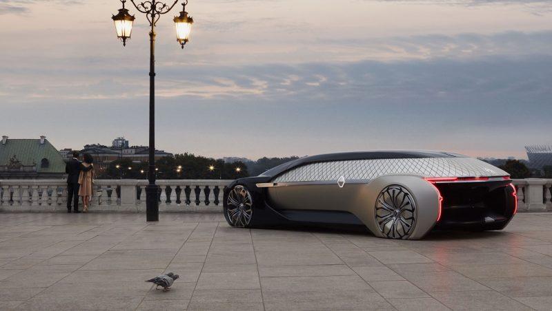 """Roboţii intră în auto: francezii de la Renault au venit la Paris cu EZ-ULTIMO, primul """"vehicul-robot"""""""