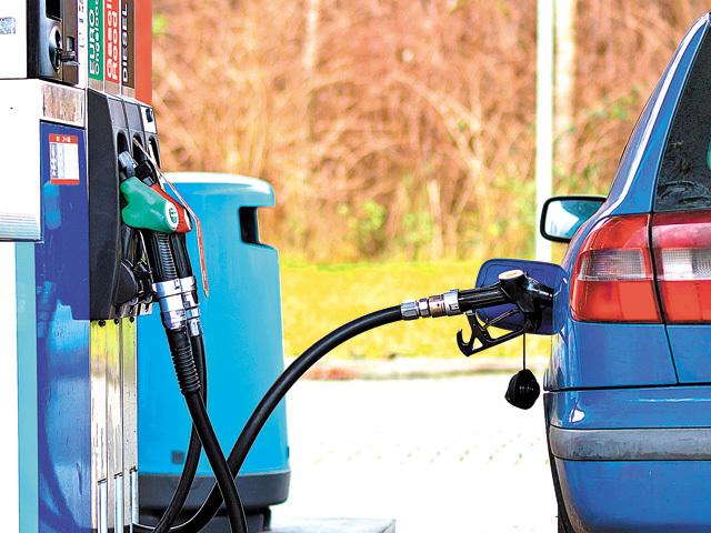 Rompetrol vrea să închirieze nouă benzinării operate de Comision Trade în mai multe zone din ţară. Consiliul Concurenţei analizează tranzacţia