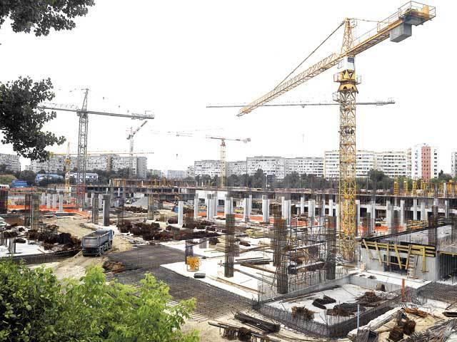 Cinci macarale şi 500 de oameni lucrează pe şantierul mallului ParkLake din Titan care se va deschide în prima jumătate a anului viitor