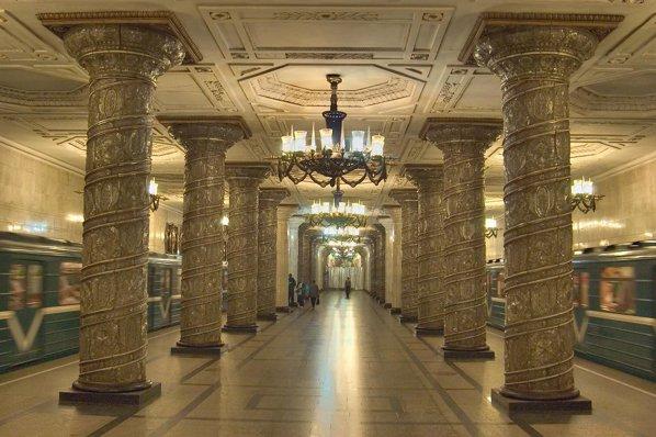 Metroul Din St Petersburg Unul Dintre Cele Mai Frumoase Din Lume