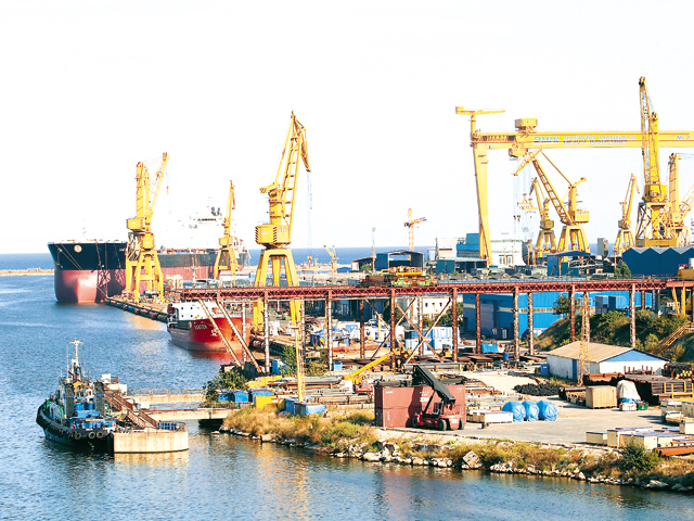 Premieră: statul român redevine acţionar majoritar într-o companie privatizată după ce a bătut palma cu olandezii de la Damen pentru Şantierul Naval Mangalia