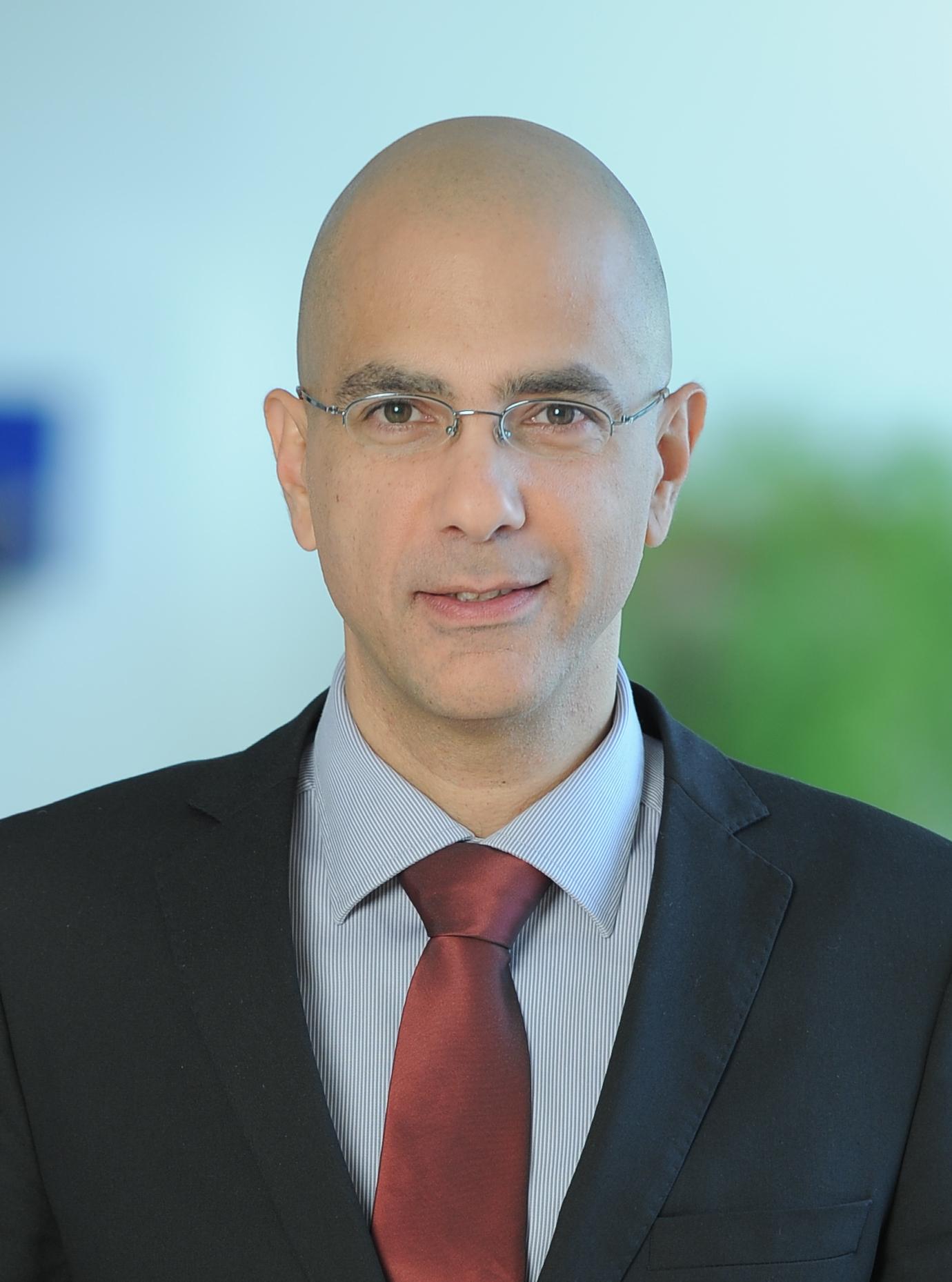 Ori Efraim, partener KPMG în România: România a rămas o piaţă imobiliară atractivă pentru investitorii noi sau deja prezenţi în regiunea ECE, dominată de sectoarele de retail si spaţii de birouri