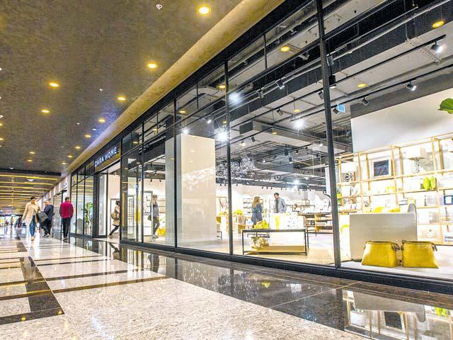 Iulius Mall din Timişoara dublează suprafaţa celor cinci magazine din grupul Inditex, iar spaniolii mai aduc două branduri noi