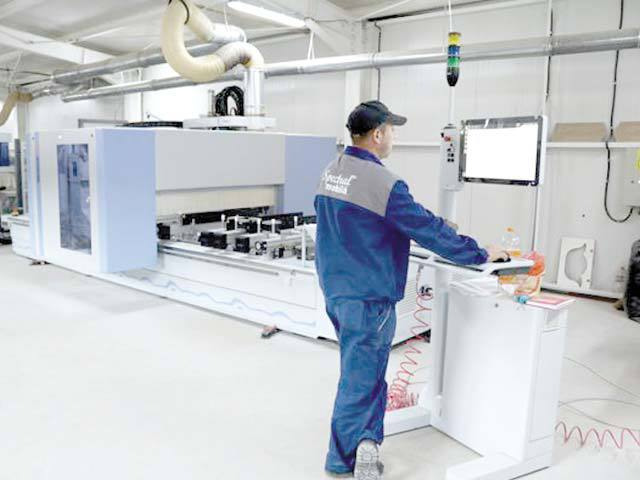 Andrei Dodiţă, un antreprenor din Bârlad, a investit 2 mil. euro într-o fabrică de mobilă şi extinde businessul cu magazine în franciză