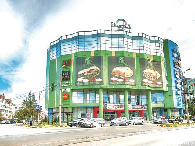 Uvertura Mall din Botoşani, centru comercial în reorganizare, se aşteaptă la 3,5 milioane de vizitatori în 2020 şi extinde zona de divertisment. În 2019, a avut venituri din chirii de 8 mil. lei, plus 12%. Mall-ul a intrat în reorganizare juridică după ce vreme de patru ani s-a aflat în insolvenţă