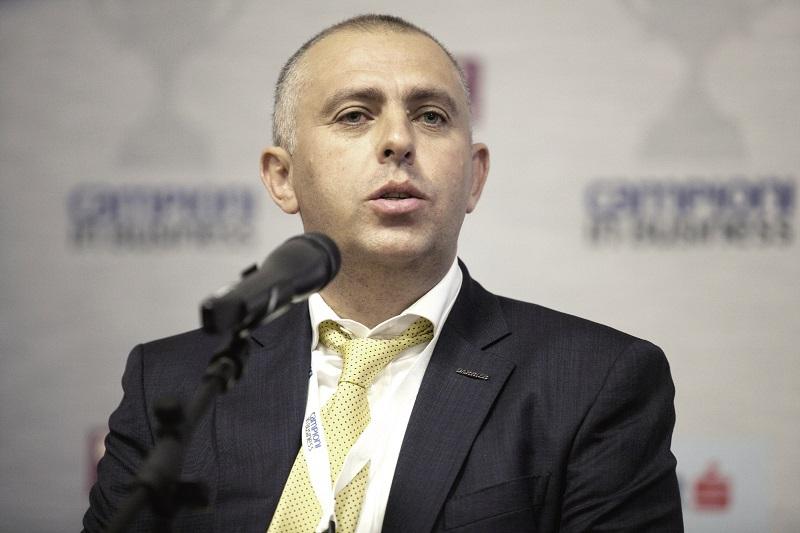 Adrian Gârmacea, proprietarul ferestrelor Barrier din Bacău: Suntem la o treime din comenzile pe care le aveam în mod normal. Vom opri producţia în următoarele săptămâni. Avem 320 de angajaţi