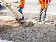 Sectorul de construcţii s-a majorat în luna februarie cu 2.3% faţă de ianuarie, comparativ cu un avans lunar de 0.1% în prima lună din 2021. Ritmul anual al acestui sector s-a ameliorat de la -5.4% în ianuarie la 3.3% în februarie