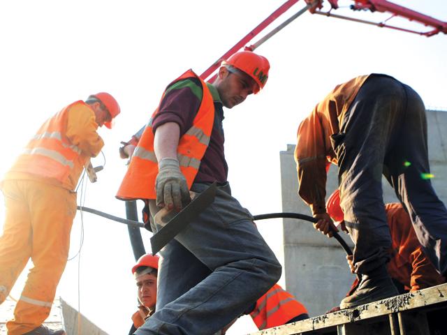 Cine sunt liderii români de pe şantiere: Cei mai mari 20 de constructori români şi-au dublat profitul în 2020. Ei au împreună 10.000 de angajaţi. Firmele deţinute de familia Umbrărescu - Spedition UMB, Tehnostrade şi Sa & Pe Construct - ocupă trei din primele cinci poziţii