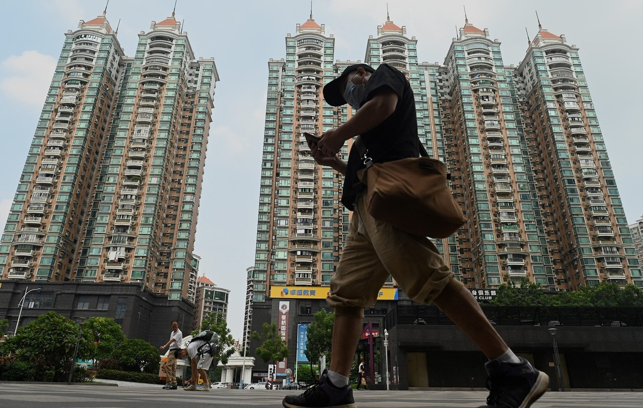 Criza de pe piaţa imobiliară chinezească ia proporţii şi riscă să zguduie pieţele globale. Sectorul imobiliar reprezintă aproximativ un sfert din economia chinezească şi constituie adesea un factor major în strategiile Beijingului