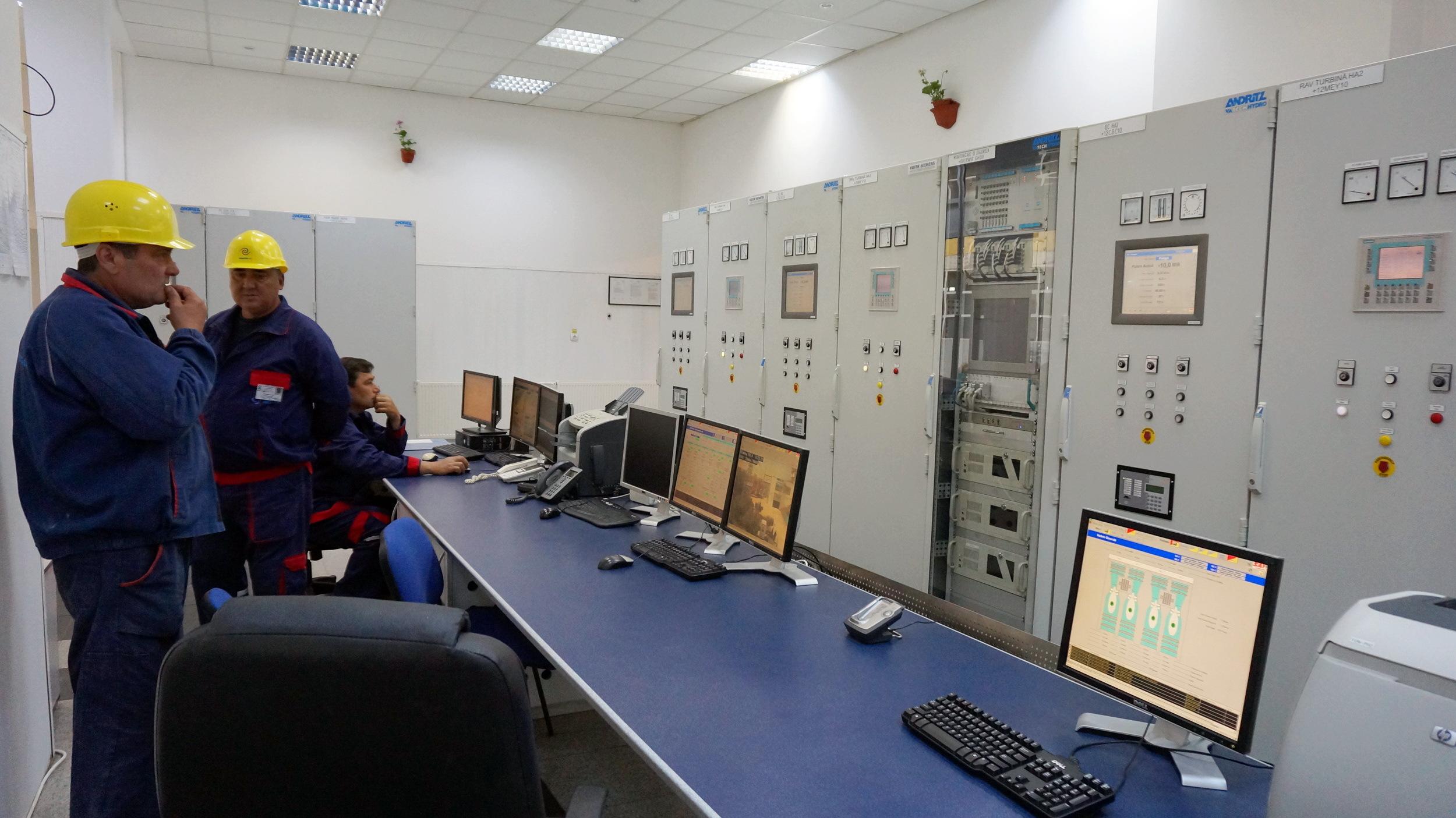 Tarniţa-Lăpuşteşti în miniatură: România are prima hidrocentrală care se poate transforma în consumator de energie, după 10 ani de lucrări şi 400 de milioane de euro. Ce-i lipseşte unităţii ca să fie rentabilă? Galerie FOTO