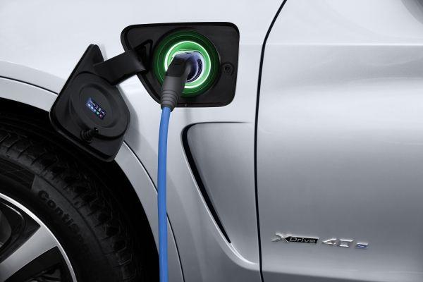 Petrom deschide în nordul Capitalei prima staţie de încărcare a maşinilor electrice în parteneriat cu Electrica