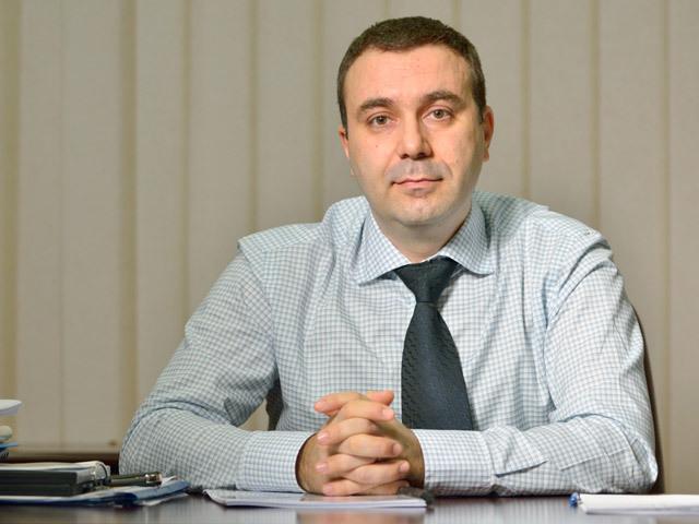 Cazul mitei de 22 tone de tablă face o nouă victimă: Bogdan Grecu, directorul Sidex Galaţi, una dinte cele mai mari companii din România, pleacă din funcţie fiind implicat în investigaţia legată de mita primită de fostul ministru al Mediului, Costel Alexe