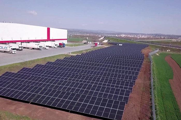 Pariu pe verde: Jucătorii din comerţul modern investesc milioane de euro în dotarea cu panouri fotovoltaice a magazinelor şi depozitelor