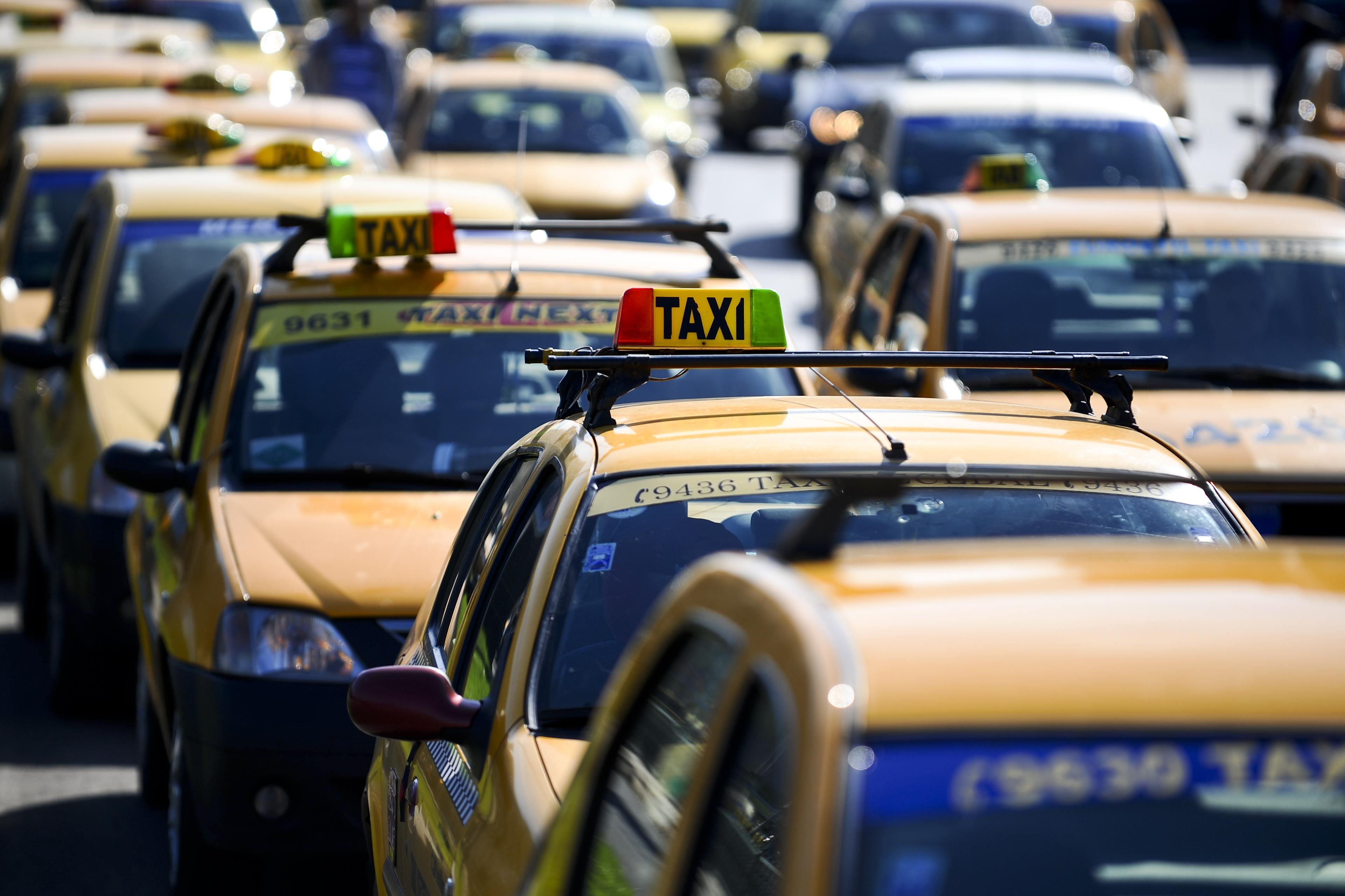 Aplicaţia mobilă de comandat taxiuri Mondo Taxi vrea finanţare de la Venture Connect