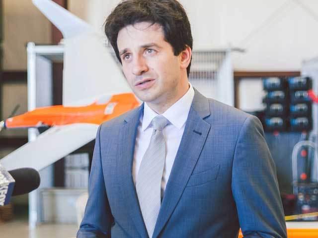 Un român de 38 de ani creează 100 de joburi în SUA pentru a dezvolta roboţi aerieni şi rachete