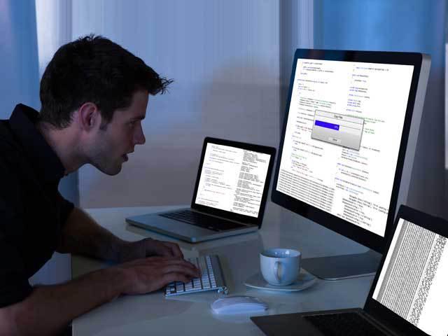 """Şi pentru joburile """"simple"""" din IT se face head-hunting. Recruiterii ajung să vorbească şi cu 700 de persoane ca să angajeze un programator Java"""
