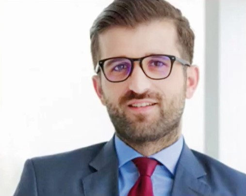 ZF Live. Ovidiu Pinghioiu, director applications Cegeka România: Lumea este într-o schimbare profundă. Angajaţii ar putea avea nevoie să-şi facă rezervare dacă vor dori să vină la birou