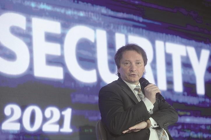 ZF Tech Day. Dan Cîmpean, director interimar, Directoratul Naţional de Securitate Cibernetică: Am ajuns la 20.000 - 30.000 de atacuri cibernetice semnificative pe zi, România avea nevoie de o nouă structură civilă în acest domeniu. DNSC porneşte la drum cu cei 55 de angajaţi de la CERT-RO şi are în plan să ajungă la 172 la finele anului viitor