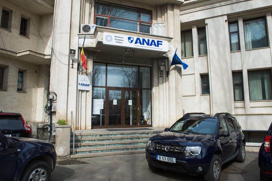 Contribuabilii mijlocii trec la direcţiile judeţene ale ANAF
