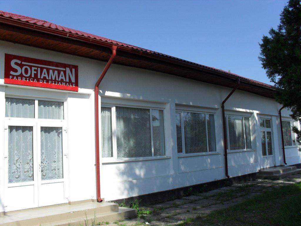 cauta magazin oficial gama exclusivă Un producător din Târgu-Neamţ realizează anual pijamale de 11 ...