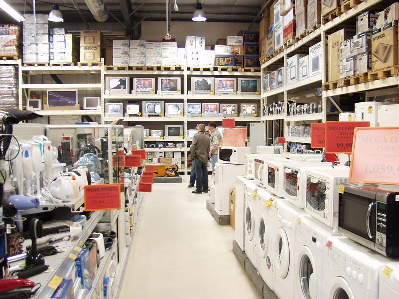 Românii au cheltuit anul trecut 45 mil. lei pe maşini de spălat vase