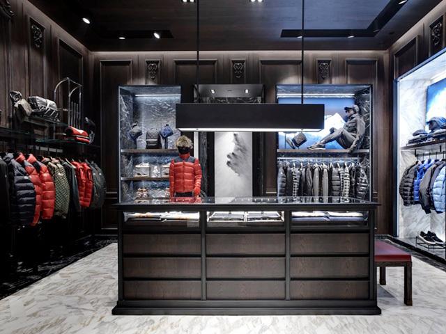Unul dintre brandurile de top de modă de lux vrea să îşi facă fabrică în România şi caută să recruteze 800 de persoane