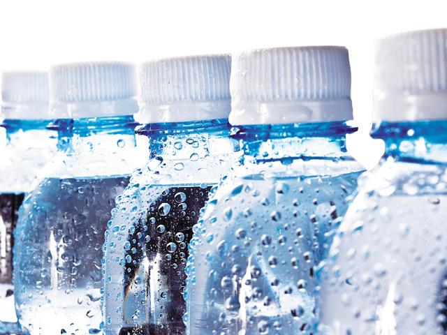 Producătorul Perlei Harghitei: Consumul de apă minerală ar putea creşte cu 5-10%