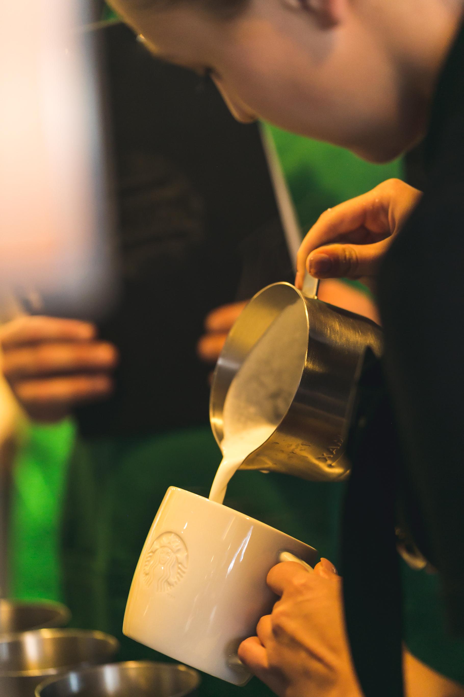 Starbucks deschide a treia cafenea în zona Piaţa Unirii din Bucureşti