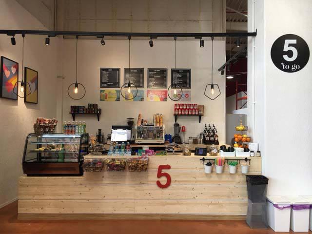 """5 to go merge cu o cafenea în magazinul Brico Depot Băneasa. """"Sperăm ca în următorii 3 ani să acoperim întreaga reţea, de 34 de unităţi."""""""