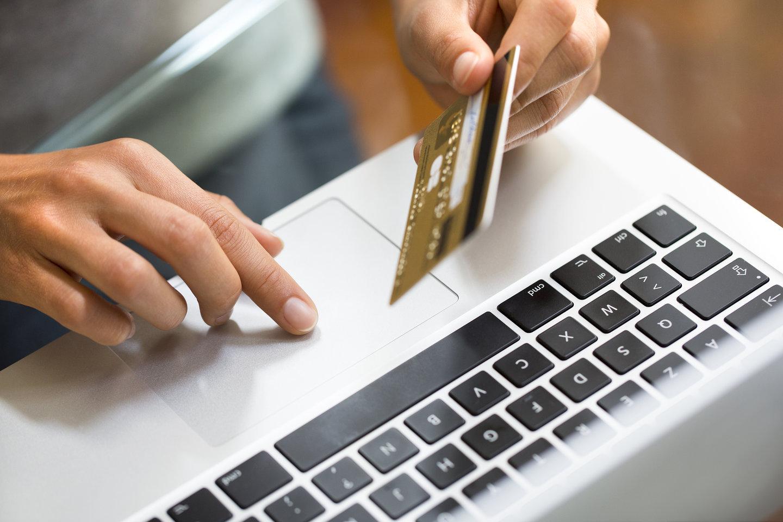 """Antreprenorul care face milioane cu un """"mall"""" online"""