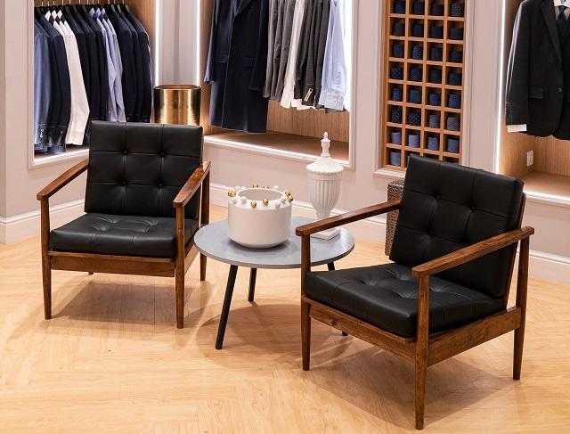 Brandul portughez Sacoor Brothers, activ pe segmentul premium al modei, revine în România după o pauză de peste un deceniu. Retailerul este adus local de antreprenorul Andrei Calagiu, a cărui familie deţine şi francizele Gucci şi La Perla în România