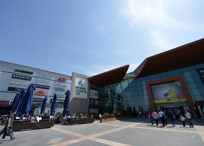 Chiriaşii mallului Băneasa Shopping City şi-au majorat vânzările cu 10% în 2019, ajungând la 285 mil. euro. Centrul comercial numără peste 280 de magazine, cinematograful Cineplexx şi hipermarketul Carrefour