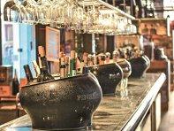 """Analiză ZF. Românii cheltuie 700 mil. euro pe băuturi spirtoase, iar peste 80% sunt producţie locală. """"Distilatul de fructe, votca şi whiskey-ul sunt principalele categorii"""". Ponderea importurilor în piaţa băuturilor spirtoase a crescut în ultimii ani, ur"""