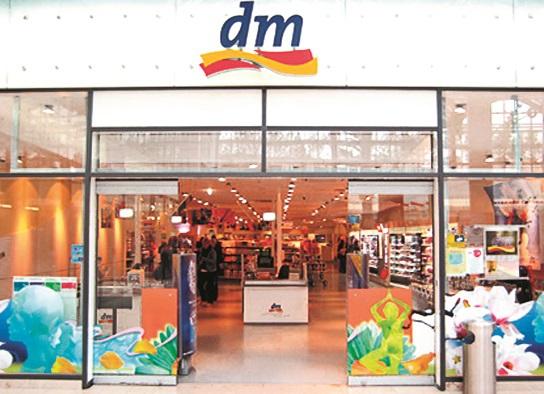 Retailerul dm drogerie markt a deschis cinci magazine în 2020 şi mai urmează o inaugurare. Ritmul expansiunii e de aproape două ori mai lent ca anul trecut