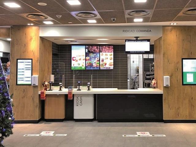 McDonald's a investit 1,8 milioane euro în 2020 în modernizarea restaurantelor şi introducerea unui sistem de comenzi rapide. Lanţul are în România aproape 90 de restaurante de tip fast-food