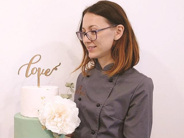 Afaceri de la Zero. Adelina Cîrstian face torturi şi prăjituri în atelierul Sweet Sophie din Bucureşti şi ţinteşte afaceri de 50.000 de euro în 2021