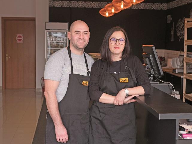 Afaceri de la zero. Iuliana şi Răzvan Penciu au investit 35.000 de euro  într-o prăvălie care le poartă numele. Ne dorim ca în trei ani să avem trei  locaţii în Bucureşti şi