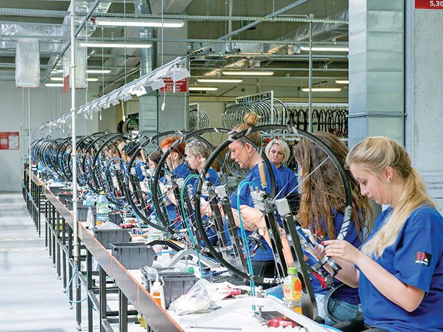 ANALIZĂ ZF. România este al şaselea cel mai mare angajator din Europa pentru producţia de biciclete şi părţi componente. Peste 2.700 de oameni lucrează în domeniu