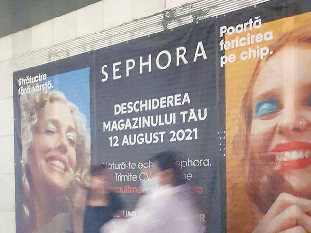 Sephora merge la parterul magazinului Unirea Shopping City din Bucureşti şi acoperă din locurile lăsate libere de Pull & Bear şi Bershka. Retailerul de produse cosmetice are în România o reţea de 36 de magazine cu care a mers în principalele oraşe ale ţării