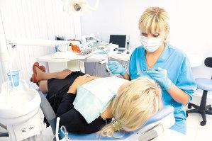 """România este la coada clasamentului în Uniunea Europeană la consultaţiile stomatologice. Medic dentist: """"Avem un număr mare de cabinete şi clinici, dar nu sunt uniform distribuite"""""""
