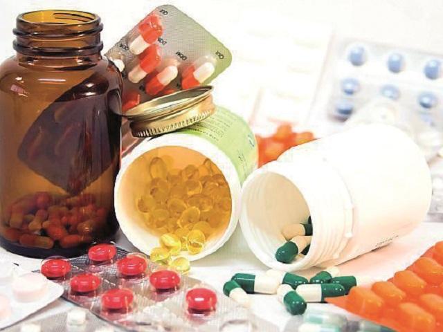 """""""Boost"""" de energie pentru piaţa vitaminelor în 2020. Pandemia de COVID-19 a crescut vânzările la suplimente şi vitamine, o piaţă de peste 1 mld. lei anual. Pacienţii şi-au făcut stocuri de vitamine în perioada stării de urgenţă, pe fondul informaţiilor privind importanţa imunizării în faţa virusului"""